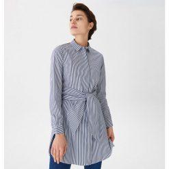 4a175496066414 Długa koszula w paski - Granatowy. Koszule House. W wyprzedaży za 59.99 zł.