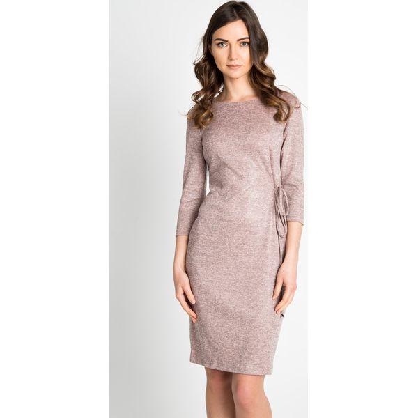 0789a9c5da Sukienka z wiązaniem w kolorze pudrowego różu QUIOSQUE - Czerwone ...