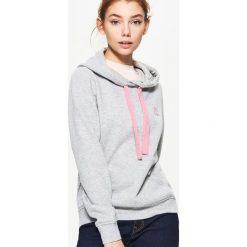 30865b0b13f934 Gładka bluza z kapturem - Jasny szary - Bluzy marki Cropp. W ...