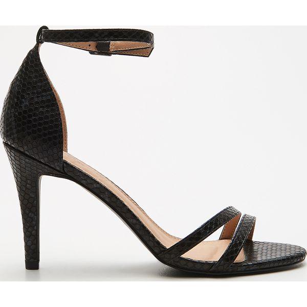 Sandały z wężowym wzorem Czarny