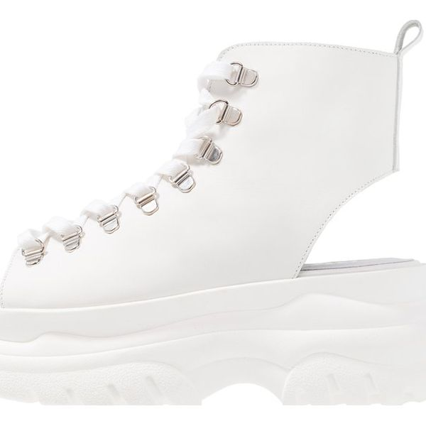 Bronx Sandały na platformie white