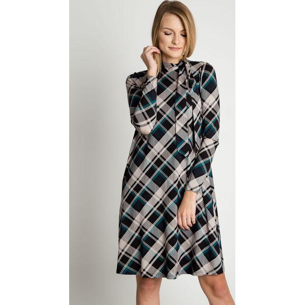 31a1676b322c88 Wzorzysta sukienka z wiązaniem przy dekolcie BIALCON - Sukienki ...